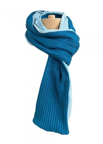 Stoere gebreide sjaal met lichtblauw